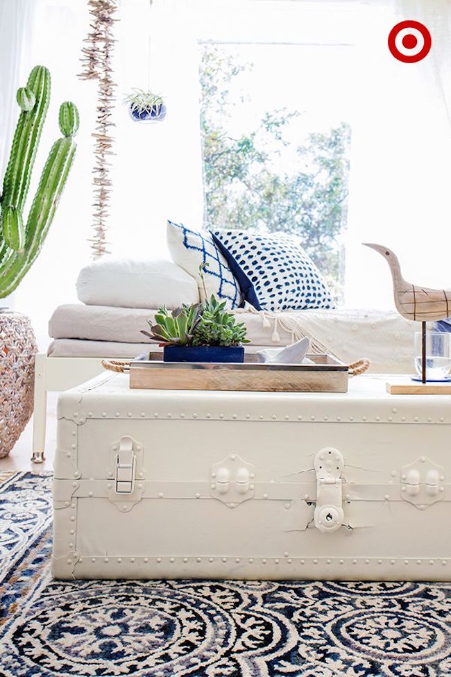 White-vintage-trunk-coffeet-table-from-Target